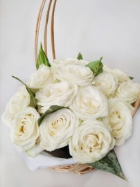 Корзина белых роз_